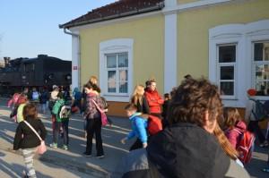 Požega - Željeznički kolodvor - dolazak djece na kolodvor