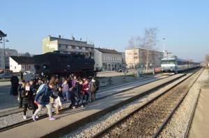 Požega - Željeznički kolodvor - stigao vlak....pripreme za ulazak