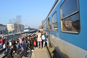 Požega - Željeznički kolodvor - ulazak u vlak....tko će prije