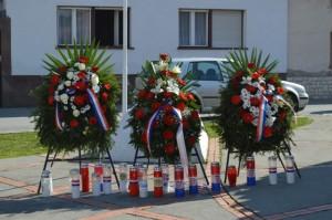 Položeni vijenci i zapaljene svijeće poginulim Hrvatskim braniteljima