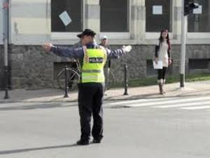 Prometni policajac u križanju