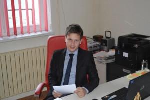 Josip Budimir u uredu za radnim stolom (Small)