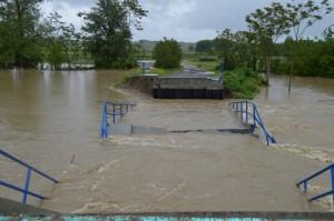 Most kad je poplavljen u svibnju mjesecu