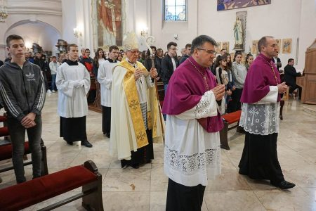 Slavlje preuzimanja svetih ulja u požeškoj Katedrali /FOTO/